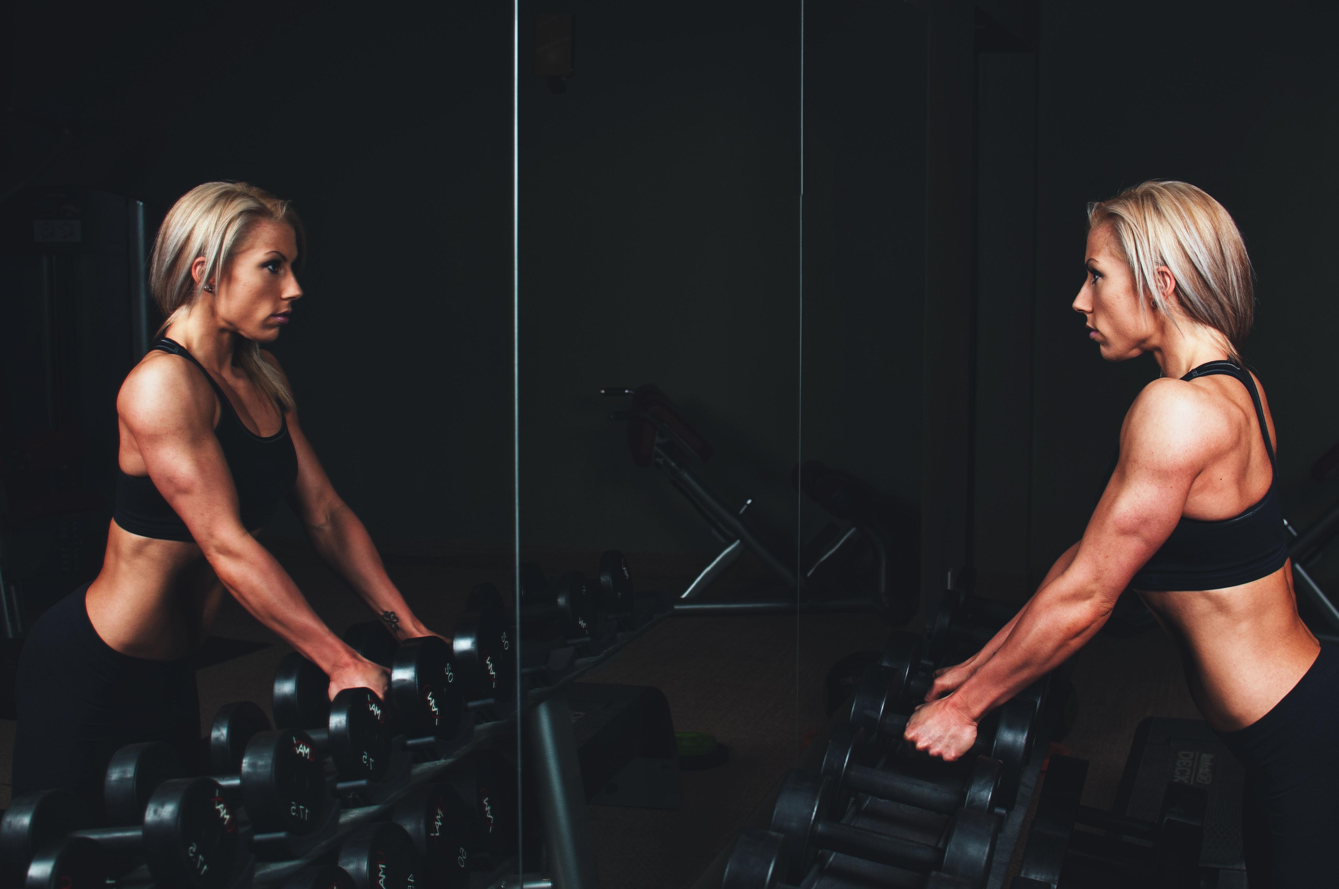 athlete-biceps-blonde-136410